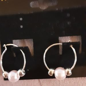 Silver plated Pearl Hoop earrings.
